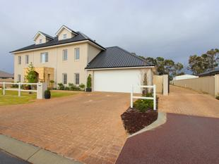 Unique one off  3 story family home on 2569sqm - Caversham
