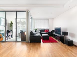 Contemporary one bedroom apartment found within the modern Rococo building - Potts Point