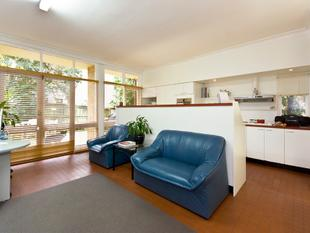 Spacious Four Bedroom Townhouse with Double Lock Up Garage - Woollahra