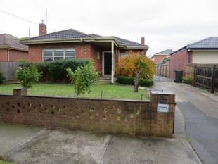 SUPERBLY PRESENTED AND WELL LOCATED - Oakleigh