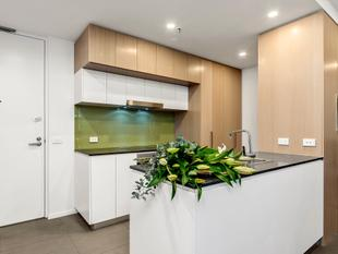 MODERN ONE BEDROOM ONE BATHROOM EXCITEMENT IN THIS SUPERB LOCATION - Belconnen