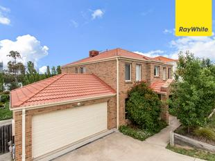 Spacious Family home overlooking Yerrabi Pond! PRICE REDUCED!!! - Amaroo
