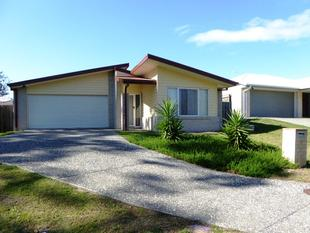 4 Bedroom Home in Country Feel Surrounds! - Pimpama