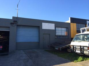 FACTORY / WORKSHOP WITH STREET FRONTAGE - GREAT FOR SMALL WORKSHOP OR GENERAL STORAGE - Moorabbin