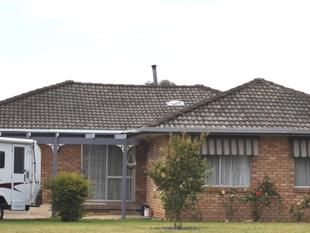 Large brick four bedroom home - Cootamundra