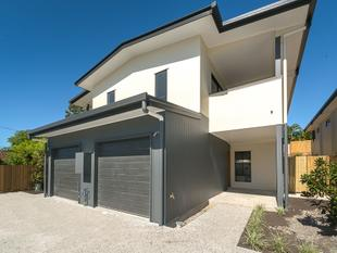 MODERN TOWNHOUSE IN CENTRAL LOCATION - Southport
