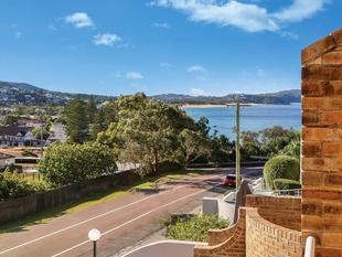 North-Facing Apartment With Triple Car Garage - Terrigal
