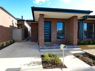 Brand new modern home in a fantastic location. - Flora Hill
