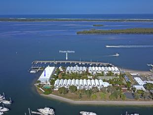 NORTH FACING - MARINA BERTH - ABSOLUTE BROADWATER FRONTAGE - Hollywell