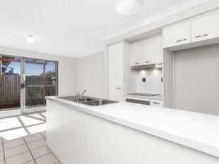 Amazing Location  Walk to Train, Bus, Shops, Schools - Zillmere
