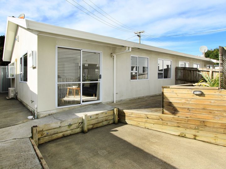 2/3 Takatimu Way, Johnsonville, Wellington City