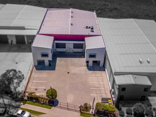 MODERN INDUSTRIAL WAREHOUSE/OFFICE DUPLEX UNIT - Capalaba