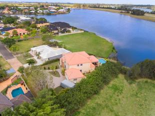 No Body Corporate Grand Waterfront Residence in Prestigious Oyster Cove - Helensvale