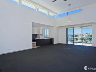 Top Floor Apartment with Northerly Aspect & Wonderful Views - Hope Island