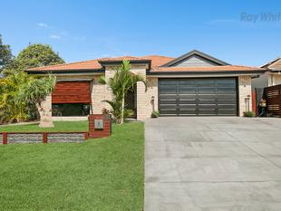 Room for all of the Family! 4bd + study, 4 living areas, Pool & Spa. Double garage with workshop & lots more! - North Lakes