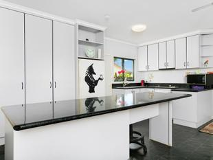 Need Plenty Of Parking ? Solar Panels, Modern kitchen - White Rock