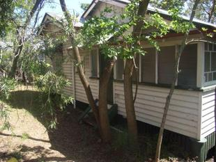 TREED OUTLOOK  -GREAT PLACE TO LIVE - CONVENIENT LOCATION - Bardon