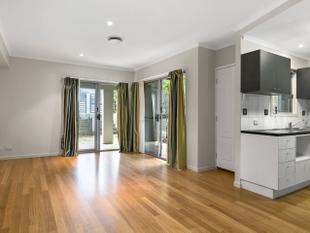Walking Distance To Indooroopilly Shopping Center! - Indooroopilly