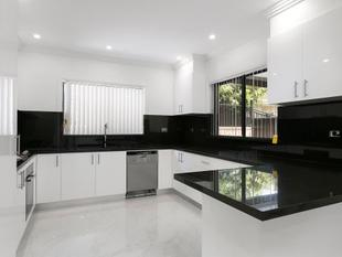 AS NEW 3 BEDROOM TOWN HOUSE - Wollongong