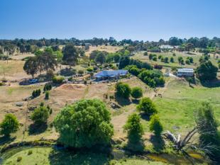 Secluded Living with an Extraordinary View - Blayney