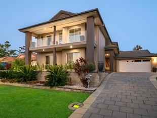 SUPERB LOCATION, 700M2 LOT, 5 BED + STUDY, 5 LIVING, HEATED INGROUND POOL & SO MUCH MORE... - North Lakes