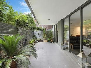 Sensational and spacious entertainer's oasis - Erskineville