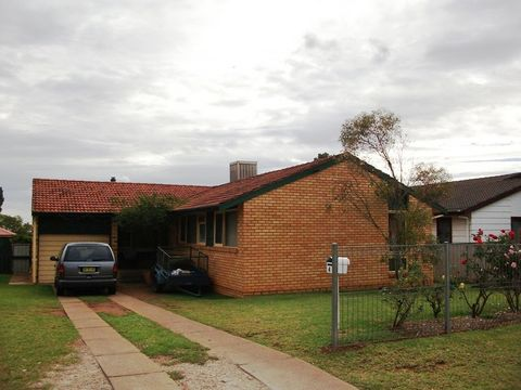 Condobolin, 4 Sealey Street