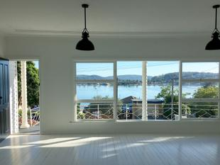 RENOVATED 3 BEDROOM HOME WITH SPECTACULAR VIEWS OF BRISBANE WATER - Blackwall