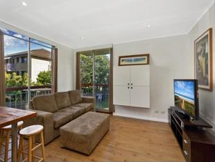 Very well presented one  bedroom apartment close to shops & transport - Manly Vale