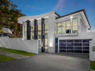 Contemporary Living at its Best - Inspect this Thursday 6:00 - 6:30pm and Saturday 12:15 - 1:00pm - Highgate Hill