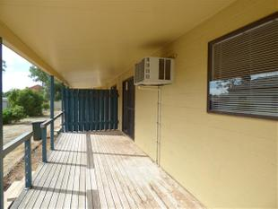 2 bedroom unit - close to the CBD - Roma