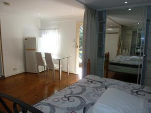 MODERN FULLY FURNISHED STUDIO/1 BEDROOM - Dulwich Hill