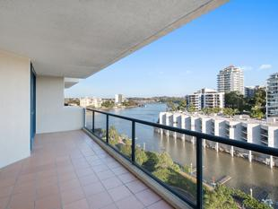 LOCATION IS EVERYTHING & WITH OUTSTANDING VIEWS - Kangaroo Point