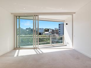 One bedroom with separate storage. - Rushcutters Bay