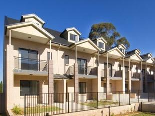 Immaculate Tri Level Townhouse - Toongabbie