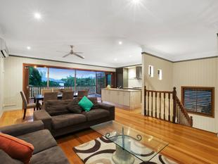 Need Space? Look no further then this stunning two story spacious home in the heart of the Gabba - Woolloongabba