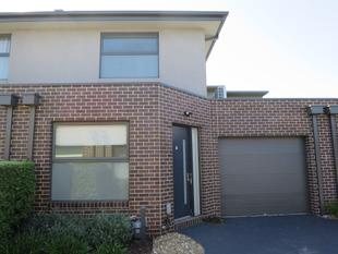 MODERN TOWNHOUSE IN CONVENIENT LOCATION!! - Bentleigh East