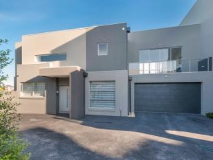 Luxury Townhouse Living - Caroline Springs