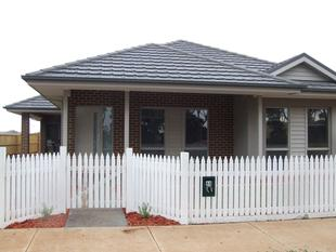 NEAR NEW - 4 BEDROOM HOME IN EYNESBURY WITH A/C - Eynesbury