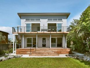 FUTURE PROOFED MODERN BEACHFRONT HOME - Southshore