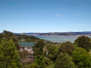 SECTION, UTILITY GARAGE & SEA VIEWS! - Whitianga