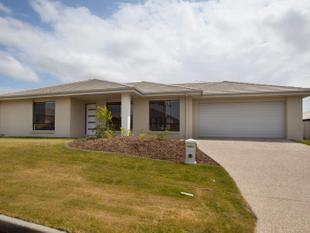 LARGE COOMERA FAMILY HOME ON CORNER BLOCK - Coomera