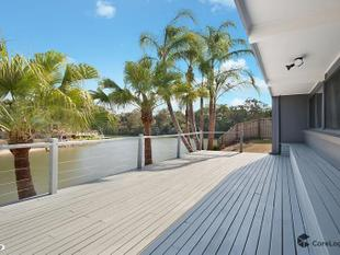 Wide Water 4 Bedroom Home + Study - Broadbeach Waters