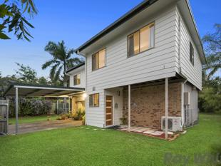 FIVE STAR HIGHSET - WALK TO WATER - LEGAL HEIGHT DOWNSTAIRS!! - Deception Bay