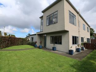 Light warm spacious home - Mount Wellington