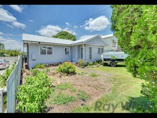 Great Central Location, Family Home. - Newtown