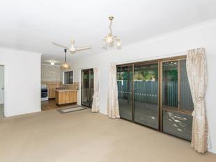 HUGE DOUBLE LOCK UP GARAGES WITH AMPLE STORE!!! - Red Hill