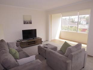 SPACIOUS SUNNY UNIT IN PEACEFUL QUIET STREET - Coogee