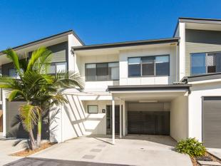 NEAR NEW TOWNHOUSE HAS THE BEST OF THE BEST - Boondall