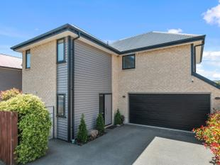 Not Your Average Townhouse . R.V $400,000 - Phillipstown